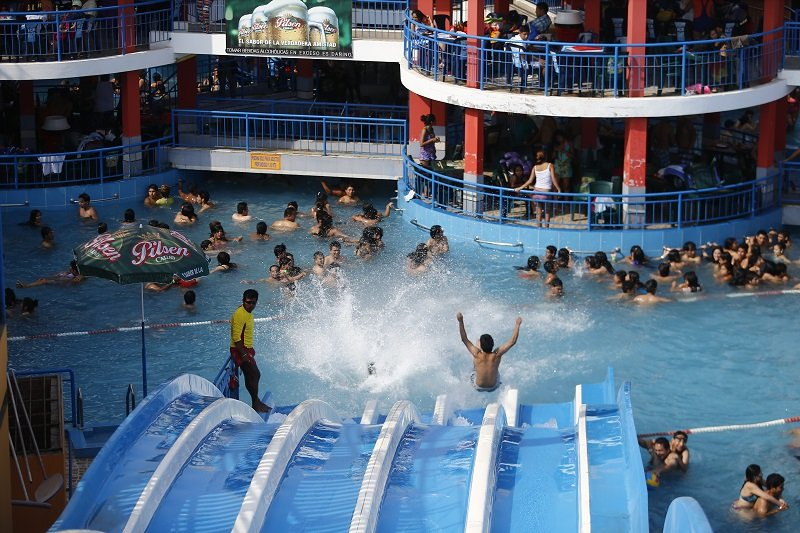 Mayor a de piscinas en lima y callao no cuentan con for Salvavidas para piscinas