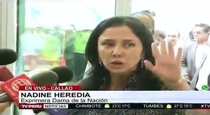 "Nadine Heredia: le gritan ""ratera"" en el aeropuerto y ella reacciona así (VIDEO)"