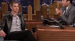 Andrew Garfield sorprende al cantar tema de 'Spiderman' [VIDEO]