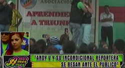 Andy V dio tremendo beso a Lourdes Sacín en pleno evento [VIDEO]