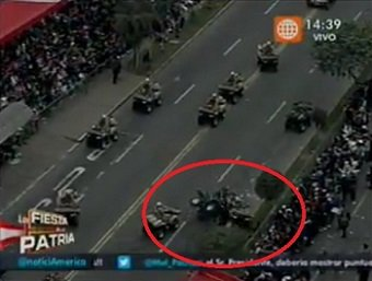 Chocan dos cuatrimotos en desfile Cívico Militar [VIDEO]