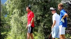 Claudio Pizarro se relaja jugando golf [VIDEO]