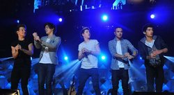 Integrante de One Direction recibió golpe en la cara durante concierto