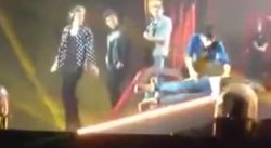 Liam Payne de One Direction tuvo tremenda caída en pleno concierto [VIDEO]