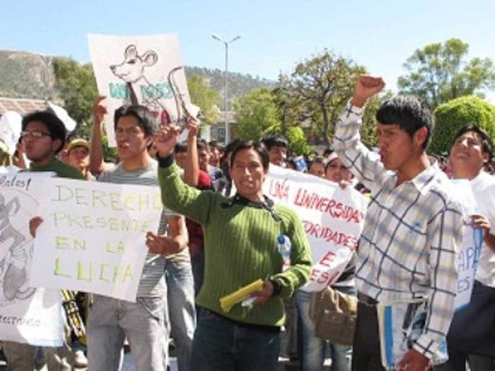 Protesta de universitarios causa disturbios en Ayacucho