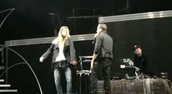 Video: Stephanie Cayo impresiona a ex Backstreet Boys con su baile