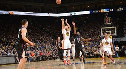 NBA: Curry dirige a líderes Warriors que vencen 144-98 a los Clippers
