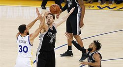 NBA: Warriors aplastan 136-100 a los Spurs, sin Leonard, y van 2-0
