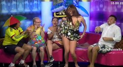 YouTube: Conductora de TV se levanta el vestido en pleno programa (VIDEO)