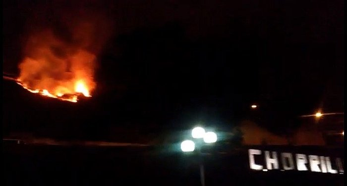 Chorrillos: incendio se registra frente a la Costa Verde (VIDEO)