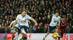 ​Kane anota penal regalado en 2-2 de Tottenham contra Liverpool (VIDEO)