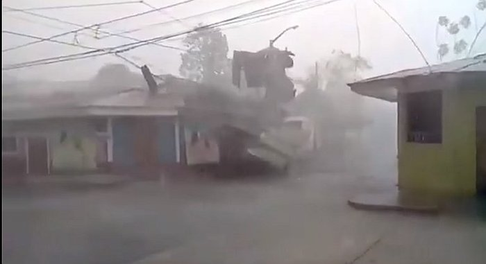 Tarapoto registra lluvias y hasta granizo por intenso friaje (VIDEO)