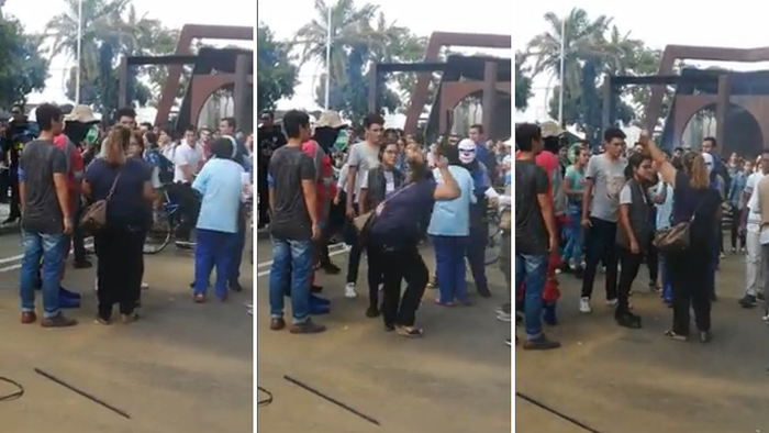 Madre saca a correazos a su hijo de una protesta en plena universidad (VIDEO)