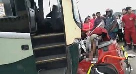 Bus interprovincial choca contra mototaxi y muere el chofer y un niño en Chincha (VIDEOS)