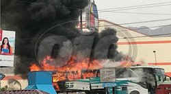 Bus se incendia frente a centro comercial en Independencia (VIDEO)