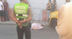 Adolescente de 17 años muere atropellado en Barrios Altos y carro se da a la fuga (VIDEO)